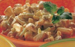 Eksotisk kyllingesalat En anderledes kyllingesalat med smag af karry, ananas og mangochutney.
