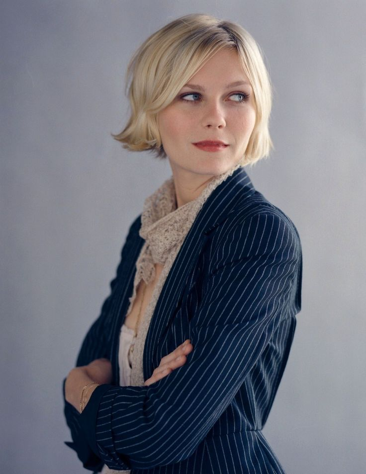 I love this chopped blunt short bob. Kirsten Dunst always has the best hair.
