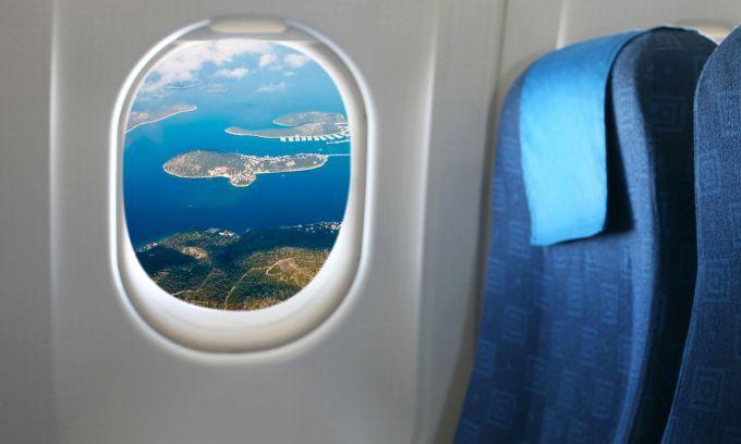 E adevarat ca avioanele nu au avut intotdeauna ferestrele rotunde, insa, de la jumatatea secolului 20 cand aparatele de zbor au inceput sa zboare la altitudini