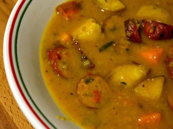 Notre recette de soupe saucisses et pomme de terre est toute simple et rapide à cuisiner. C'est bon à s'en lécher les doigts. , Ce dont tu auras besoin 2 sa