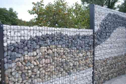 Mur en gabion sez l 39 int grer dans votre propre jardin mur en gabion cailloux et mur - Mur en cailloux ...
