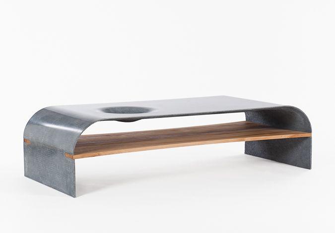Sencilla mesa de centro en hormigón. Por Paulsberg Furniture.
