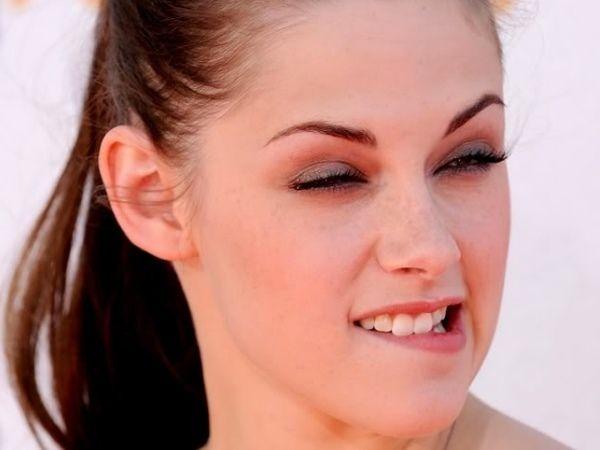 Bella aka Kristen Stewart wacky face