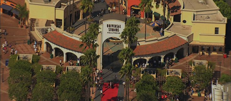 The red carpet awaits Universal Studios Hollywood   Opened: July 15, 1964          Hours:          Mon-Fri     10am–5pm        Sat-Sun     10am–7pm         Address: 100 Universal City Plaza, Universal City, CA 91608    Phone: (800) 864-8377