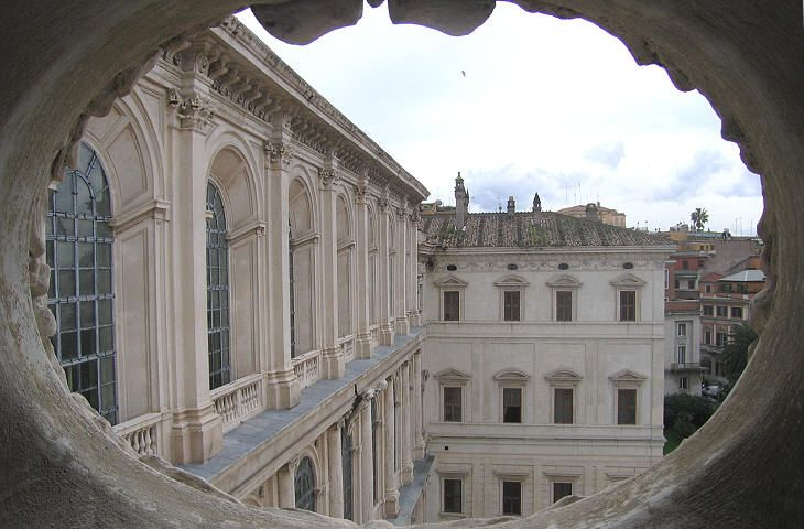 Palazzo Barberini  Façade: view from the left wing  Bernini worked with the assistance of Borromini and thus it is not always evident what was designed by Maderno, by Bernini or by Borromini; the small windows on the second floor and the coat of arms are generally attributed to Borromini.