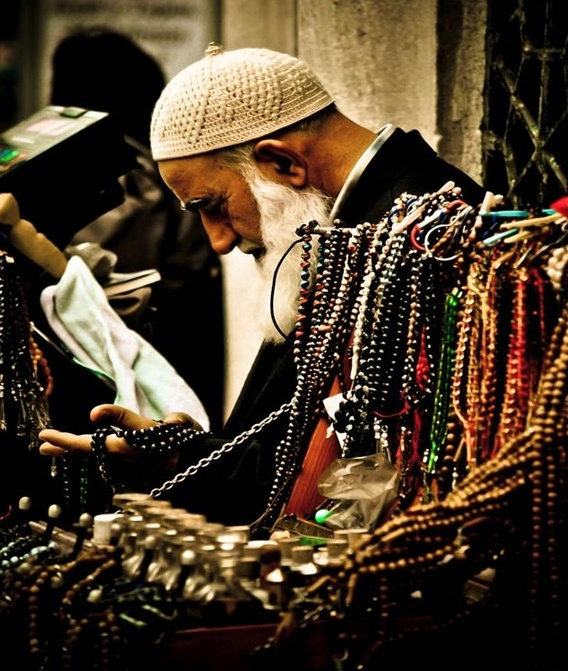 "Narrated Abu Hurairah (رضي الله عنه): The Messenger of Allah (صلى الله عليه وسلم) said: ""The strong are not wrestlers. Verily, the strong are only those who control themselves when angry.""  [Sahih Muslim, Book 032, Number 6313]  عَنْ أَبِي هُرَيْرَةَ، أَنَّ رَسُولَ اللَّهِ صلى الله عليه وسلم قَالَ  لَيْسَ الشَّدِيدُ بِالصُّرَعَةِ إِنَّمَا الشَّدِيدُ الَّذِي يَمْلِكُ نَفْسَهُ عِنْدَ الْغَضَبِ  Taken by Chantal Fournier"