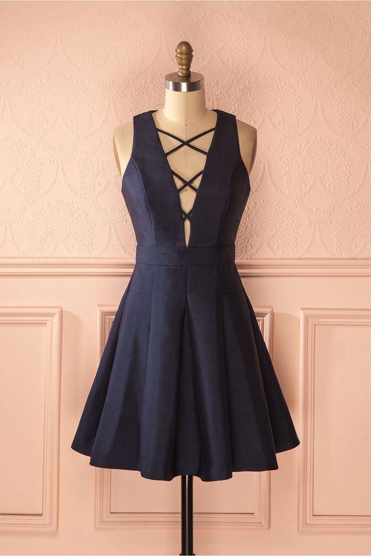 "« Promis et juré », dit-elle, une main sur le coeur. ""Cross my heart and hope to die,"" she promised. Navy lace-up neckline dress https://1861.ca/collections/products/zoelie-marine"