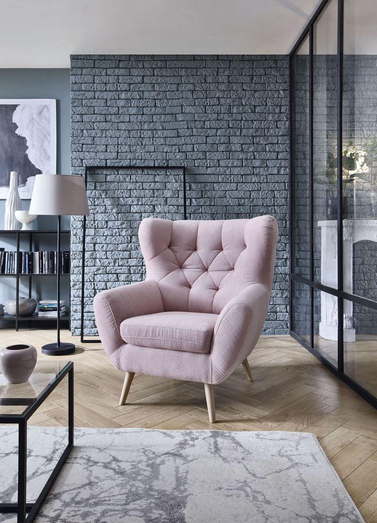 Cudownie wygodnie i niezwykle designersko. Na swoim komfortowym fotelu Voss poczujesz się niezwykle zrelaksowana. Tak jakby otulał Cię miękko dookoła. #galacollezione #galacollezioneinspiruje #galacollezioneinspires #meble #fotel #dosalonu #desing #interiordesign #interiordesignideas #furnituredesign #furnitureideas #inspiration #inspiracje