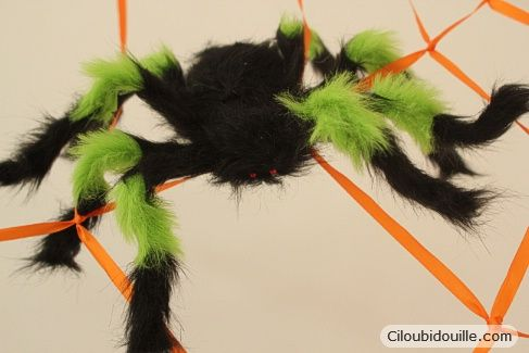 Fabriquer une toile d'araignée géante