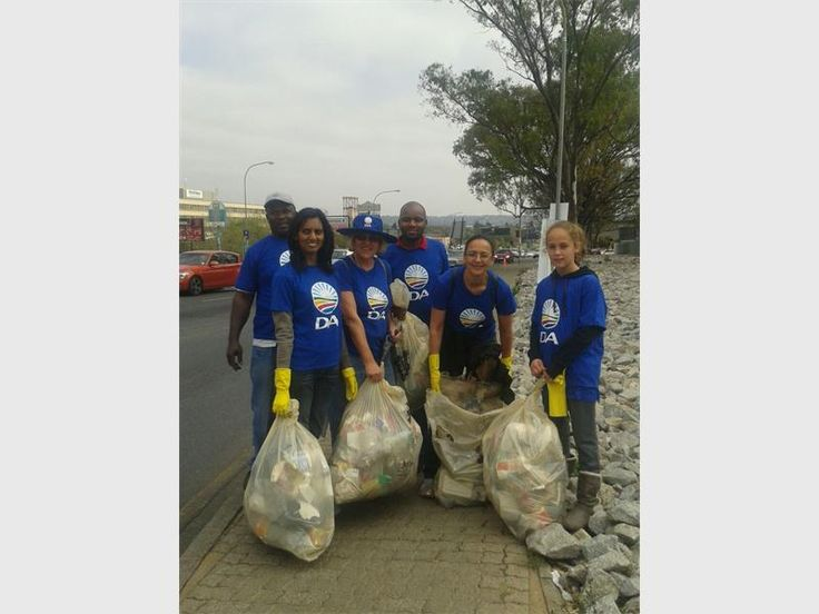 Johnny Makgatla, Roshnee Muguras, Ward 98 councillor Laurette van Zijl, Sivuyile Sylvester Njemi, Beverley Wewejee and Jessica Wewerjee show the litter they picked up on the side of Judges Avenue. Photo supplied.