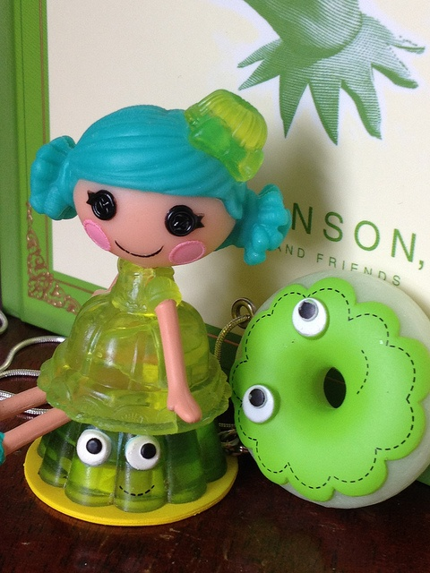 A couple of Heidi Kenney's yummy! keychains with my mini jello Lalaloopsy, Cassiopeia :) The green donut is really rare!     . Wow Food!!!