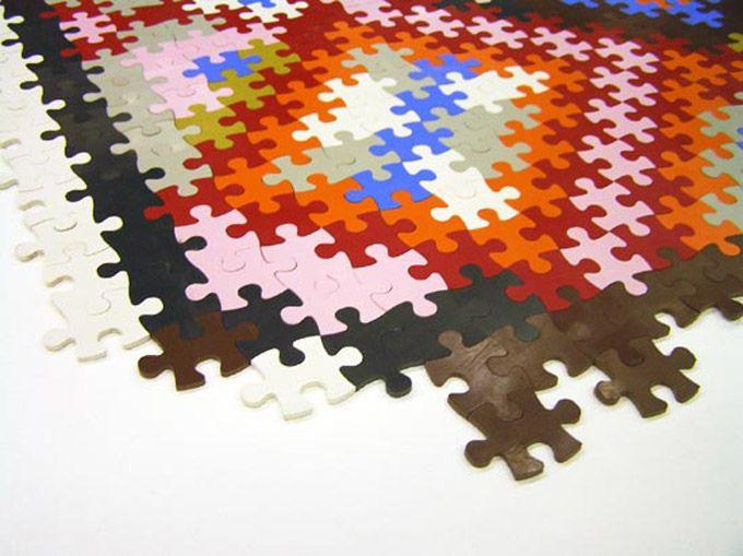 Utilizando borracha sintética reciclável e inspirado pelos tapetes persas, o designer alemão Katrin Sonnleitner criou o PuzzlePerser, um tapete feito com peças em formato de quebra-cabeças. Por ser…