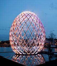 Light installation OVO at Lux Helsinki 2015. Photo: Janus van den Eijnden Re-pinned for you by #Europass