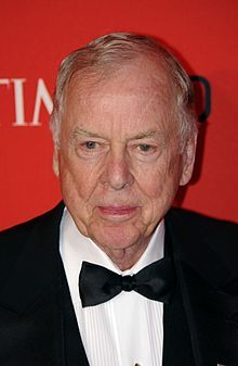 T. Boone Pickens - Bord in Holdenville, Oklahoma, lives in Dallas, Texas. American business magnate and financier. Pickens chairs the hedge fund BP Capital Management. He was a well-known takeover operator and corporate raider during the 1980s. With an estimated current net worth of about $1.4 billion, he is ranked by Forbes as the 328th-richest person in America and ranked 879th in the world.: People Share, American Business, Successful People, 17 Successful, 42 Successful, Mistakes They Ve, 42 Personas, Career Mistakes, 1928 Business