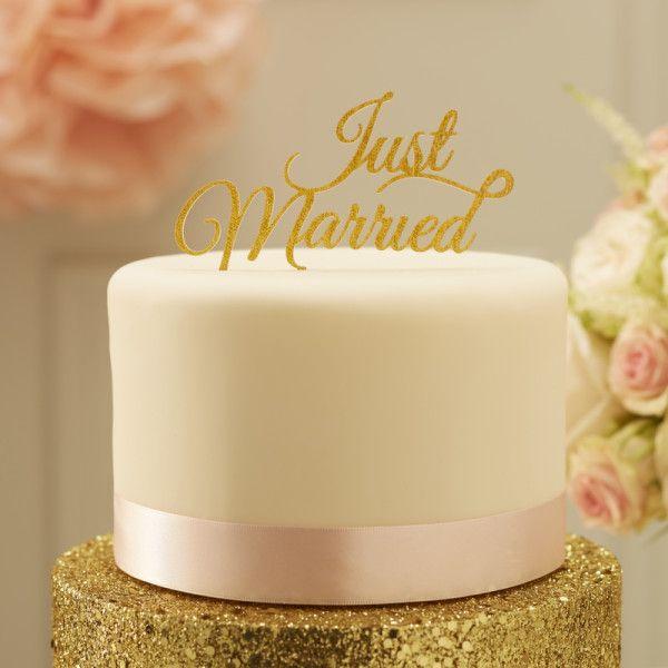 Décorez le sommet de votre gâteau de mariage avec cette étincelle d'or «Just Married». Adaptable à n'importe quel gâteaucette décoration sera du plus bel effet.