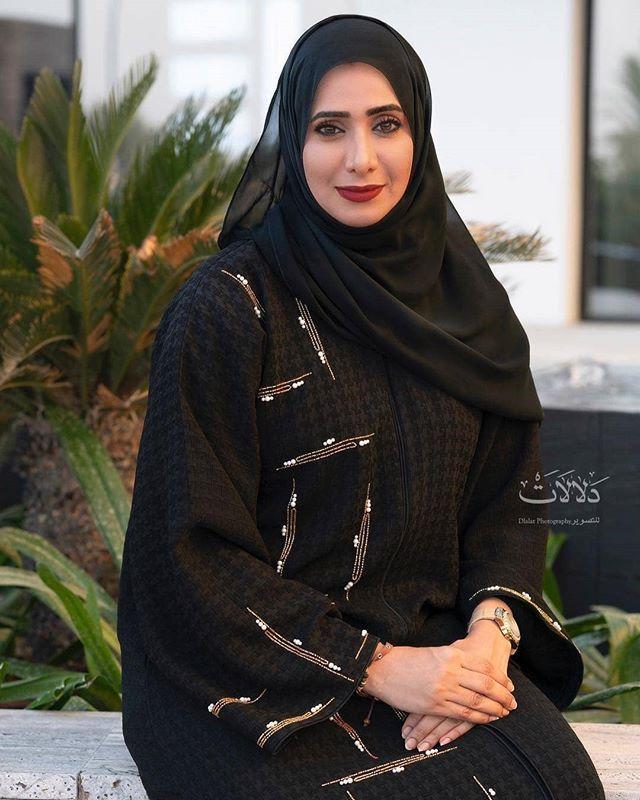 Repost Dlalatphotography تشرف دلالات للتصوير بتصوير الشاعرة العمانية الجميلة شميسة النعماني شاعرة وباح Abayas Fashion Simple Abaya Black Abaya Fashion Dubai