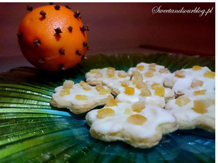 Ciasteczka aromatyzowane goździkami i pomarańczą