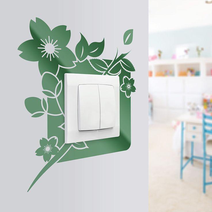 Ozdoba w postaci naklejki pod kontakt. Dzięki zastosowaniu naklejek w tych miejscach dbamy o czystość ścian.