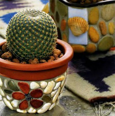 Flower pots decorated with pebbles