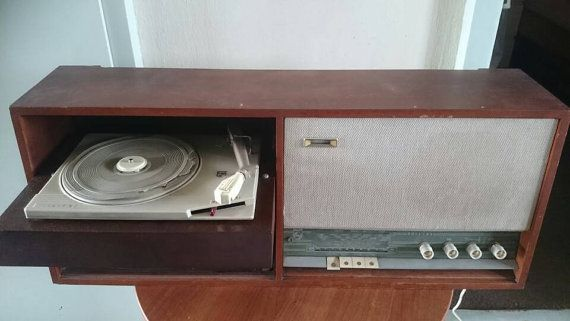 Bekijk dit items in mijn Etsy shop https://www.etsy.com/nl/listing/285428803/tube-radio-made-by-philips-f4x21a-dutch