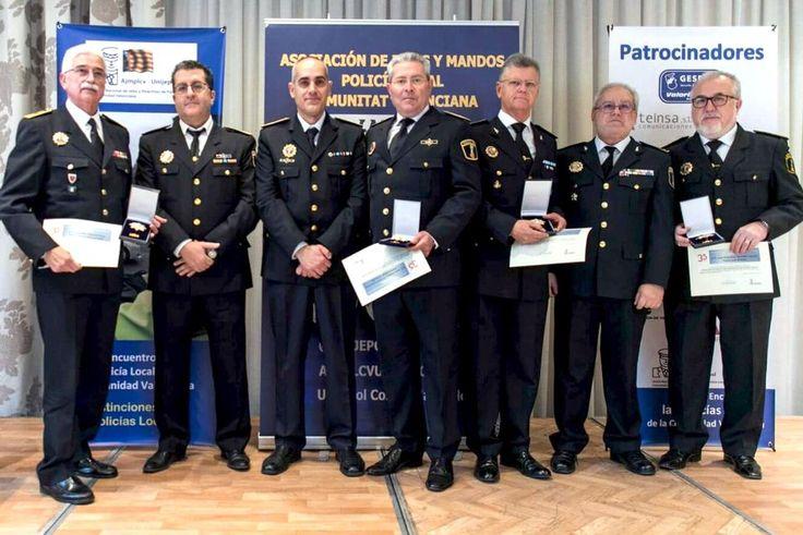 El triángulo » L'intendent d'Onda, Juan Torralba, rep la gran placa d'or pels seus 35 anys de servei a la Policia Local