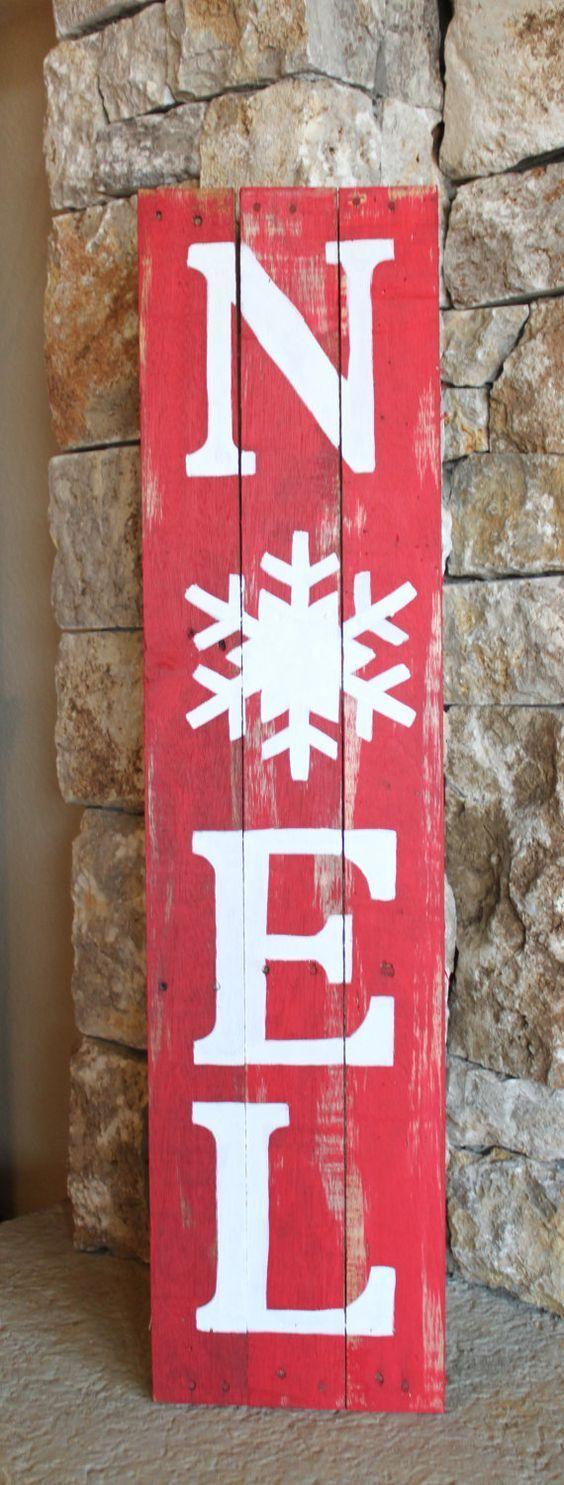 Un panneau rustique à fabriquer avec une planche et de la peinture pour décorer l'extérieur à Noël