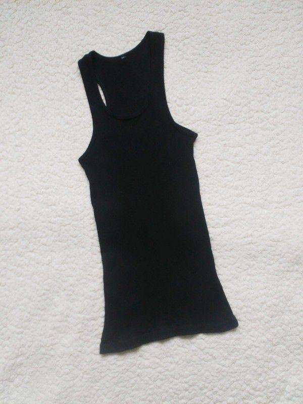 Prodám černé žebrované boxer tílko. Nošené proto tak nízká cena. Prebarveno černou duhou aby bylo hezky černé. Velikost ps...