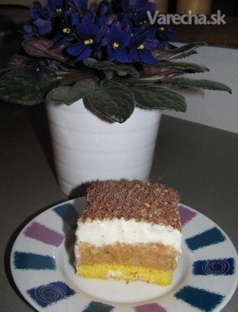 Jablkový koláč s pomazánkovým maslom