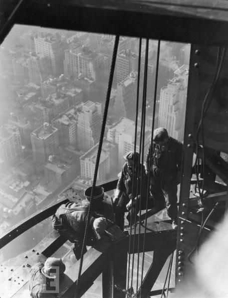 Real-Photos: THE CONSTRUCTION OF THE EMPIRE STATE BUILDING