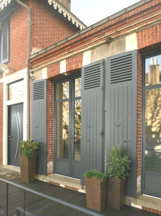 Porte Fenetre Aluminium Avec Traverse Haute Coloris Gris Anthracite 7016 Terr Facade Maison Maison En Brique Fenetres Aluminium