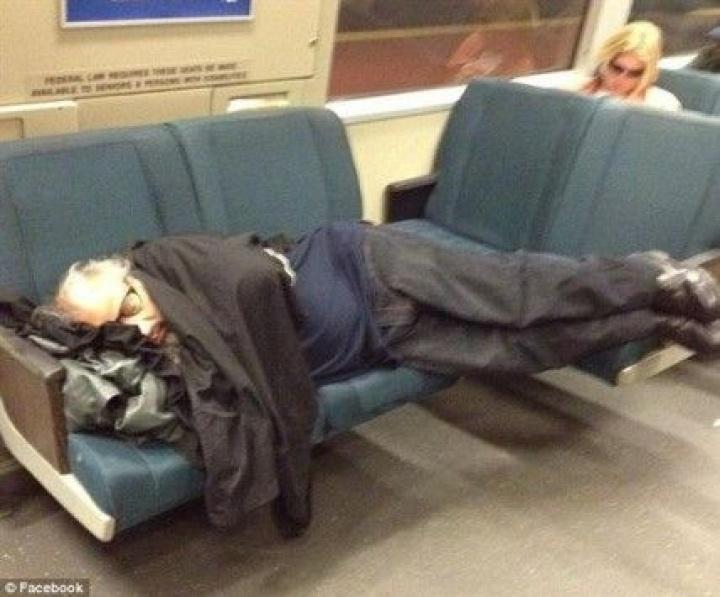 Δεν κοιμόταν στο μετρό – Ήταν νεκρός!