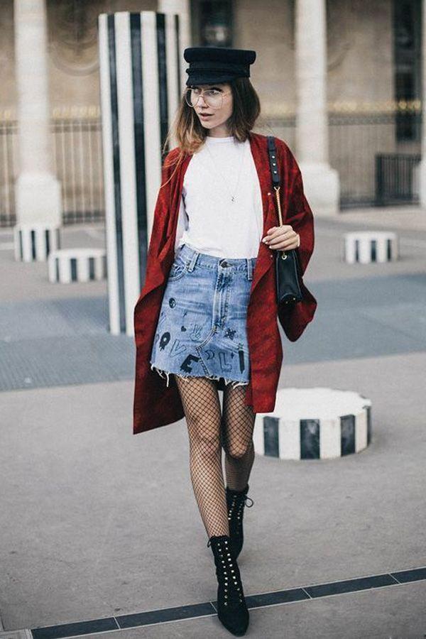 E dá pra usar a meia-calça arrastão com saia jeans e coturnos, super rock!