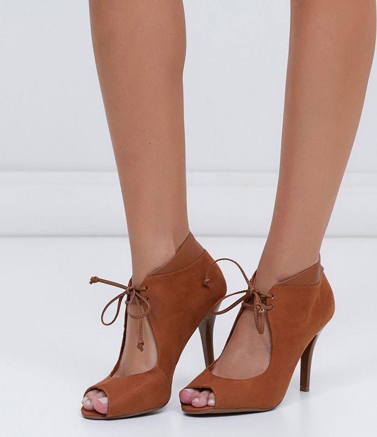 Peeptoe feminino  Material: sintético  Com amarração  Marca: Vizzano       COLEÇÃO INVERNO 2016     Veja outras opções de    sapatos femininos.