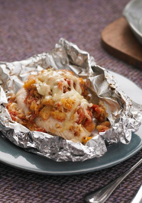 Foil-Pack Bruschetta Chicken Bake – Looking for a new chicken breast recipe? Wrap 'em in foil with stuffing mix and bruschetta toppings and voila! dinnertime made easy. Bonus: clean-up will be a breeze!