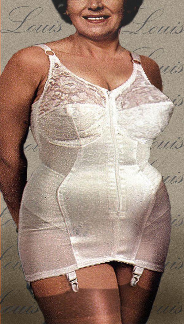 Leona granny with huge silicone free tits - 4 3
