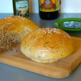 Macaroni Grill Bread....this bread is sooooooo easy and sooooo tasty!!!!