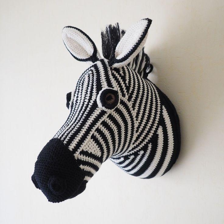 Trophée zèbre en crochet par blacKnit sur Etsy https://www.etsy.com/fr/listing/503420281/trophee-zebre-en-crochet