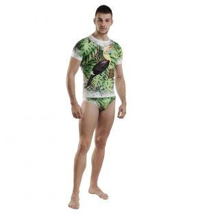 Tricoul are un design complex, full print avand pasarea tucan, ca centru de interes.