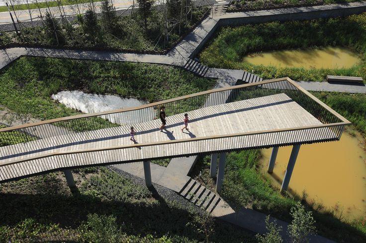 Construído pelo Turenscape na Haerbin, China Em meados de 2009 Turenscape foi contratado para projetar um parque de zona de manancial de 34,2 hectares bem no meio...