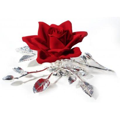 """Эта шикарная фарфоровая роза """"Амбасадор"""" с посеребрением, которую итальянские мастера раскрасили вручную, будет прекрасным подарком по любому случаю. Красные розы всегда были символом восхищения, храбрости и уважения.  Нежность фарфора и благородство серебра украсят любой интерьер и будут всегда напоминать о приятном.  Розочка изготовлена из фарфора. Листки и стебель - посеребрение. Роза упакована в красивую подарочную коробочку.  #vip #vippodarki #подаркоффру #подарки #подарок #gifts…"""