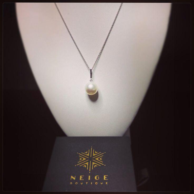 18ct WG Black diamond and South Sea Pearl pendant