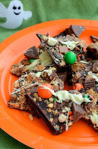 Halloween Candy Bark. Great way to use up leftover Halloween candy!