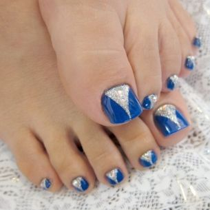 Pedicure Nail Art Designs for Fall - A perfect looking pedicure can instantly upgrade your look. :)