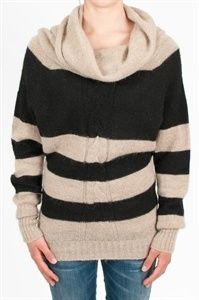Ophelia Italy. Pul lin wool and mohair long sleeves with thick horizontal stripes in two colors. Neck ring. Made in Italy.