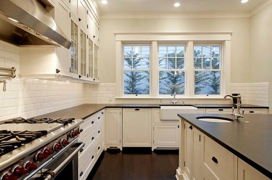 White cabinets with dark bronze hardware chrome for White kitchen cabinets with oil rubbed bronze hardware