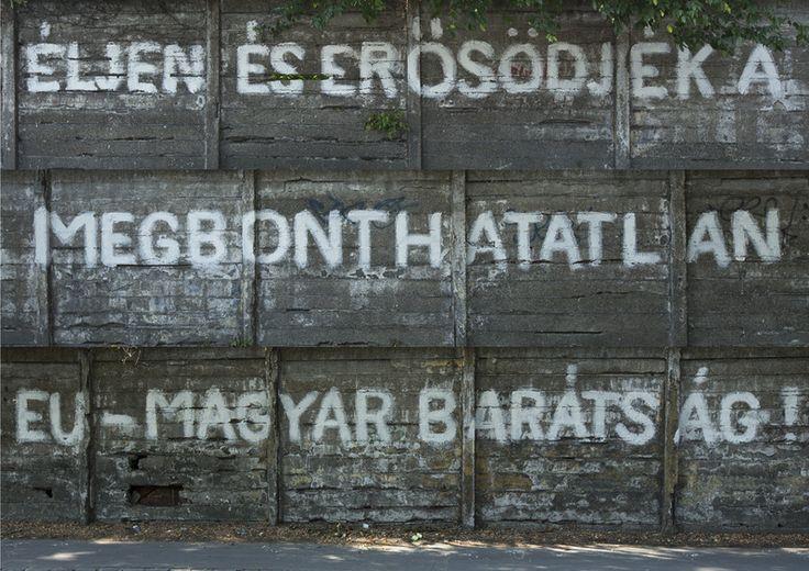 Éljen és erősödjék a megbonthatatlan EU-magyar barátság! Dömötör László alkotása (Fotó: Haris László)