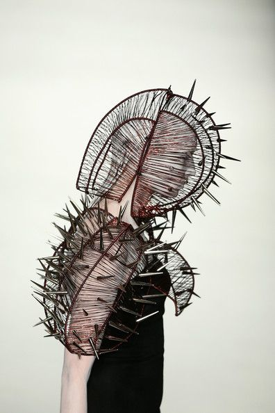 Hu Sheguang Haute Couture 2014 - if Lady gaga tires of Versace, she could wear this