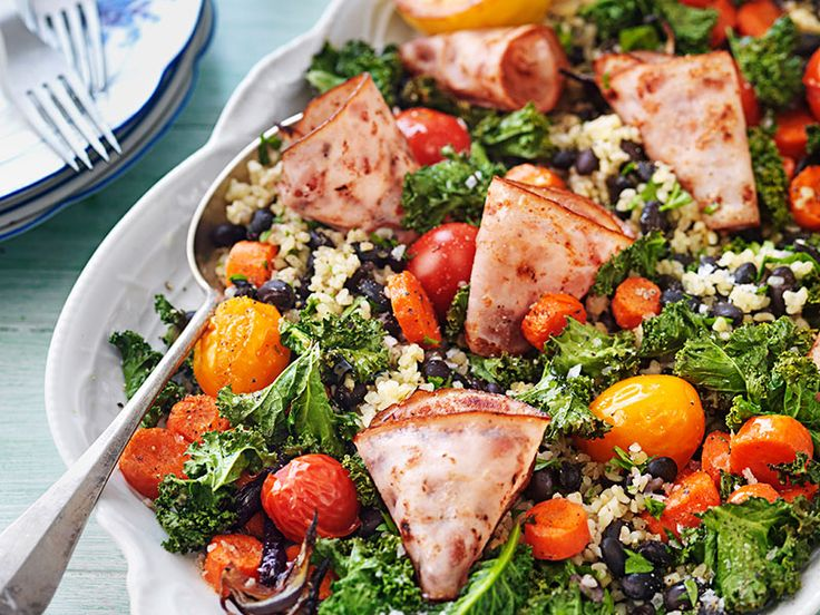 Låt dig inspireras av våra lättlagade, kalorisnåla och goda middagstips för den här veckan! Vår kaloriberäknade veckomeny bjuder bland annat på smakrik bulgursallad med kycklingbacon och...