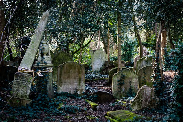 Highgate Cemetery — London, England | 15 Drop-Dead Gorgeous Cemeteries From Around The World