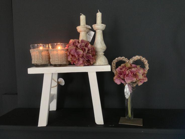 Krukje in herfststijl met hortensia's en gebreide windlichten